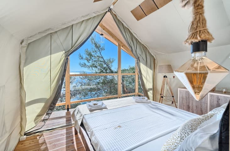 Tent-treehouse at the beach