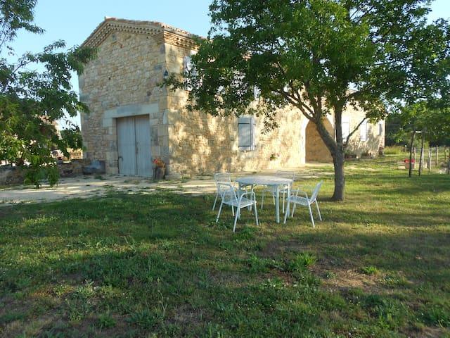 Ancienne ferme rénovée - Salles - House