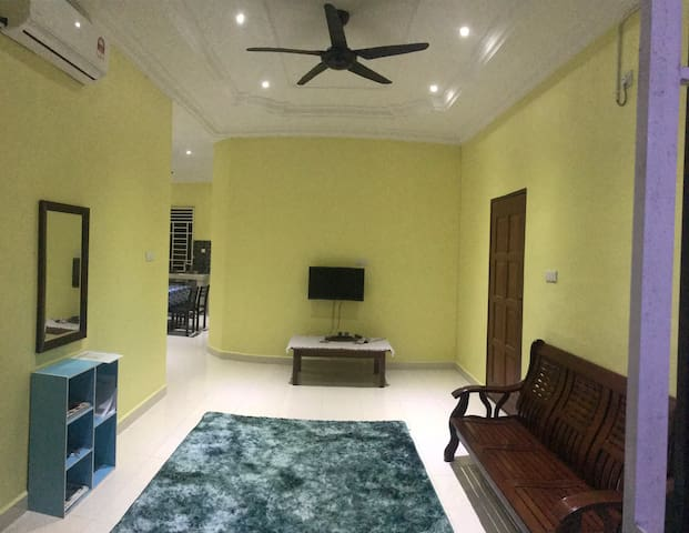 PUTEH VILLA (PRIVATE ROOM IN HOUSE)