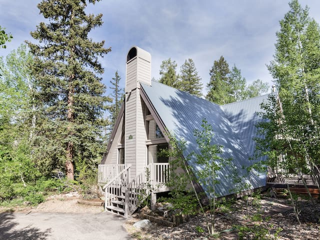 Large 3K sq ft, 5 bedroom cabin in the mountains has all the comforts of home.