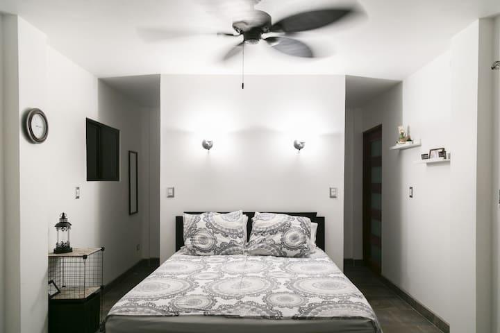 Master bedroom en suite 1st floor