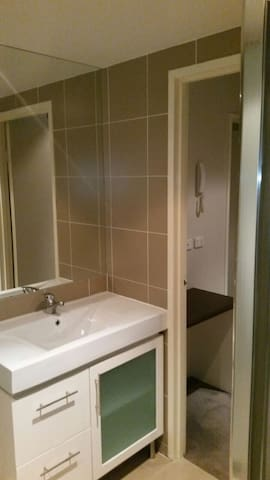Queanbeyan  apartment (Lift Access)