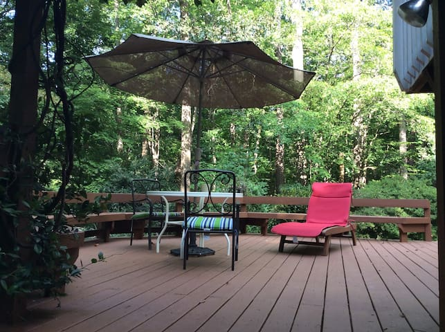 Private Entry, Suite & Bath w/Deck, Wooded Cottage