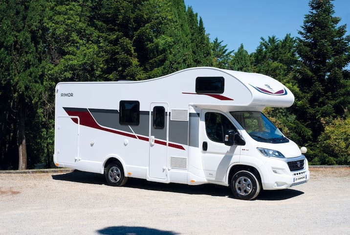 Explore Freedom w/ Fully Equipped MotorHome w/ AC