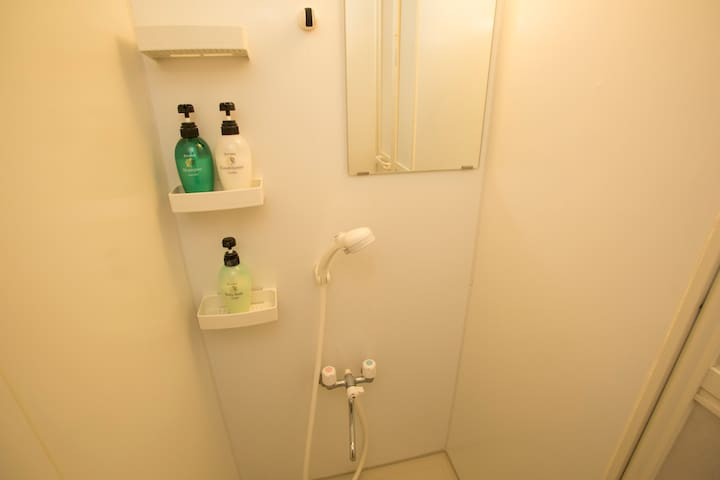 シャワールーム 2 (shower room)