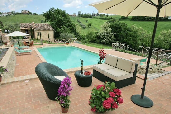 Holiday Home in Sant'Angelo in Pontano with Swimming Pool