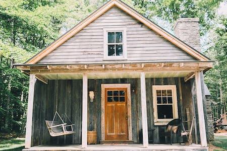 The Tobacco Barn - Spotsylvania Courthouse - Cabin