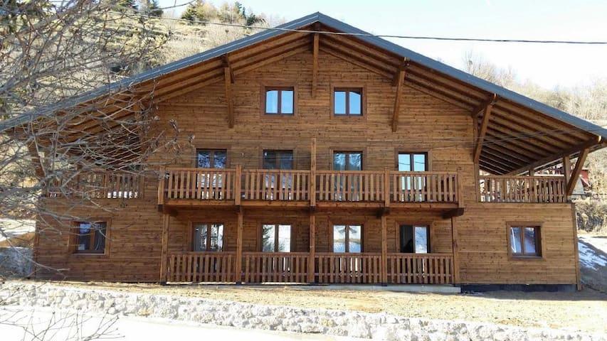Grand appartement dans chalet en bois
