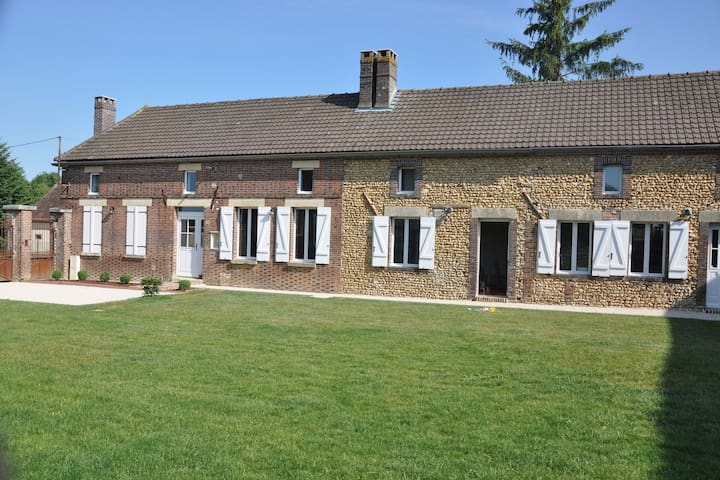 Tasteful farmhouse, bedrooms with private bathroom, border Bourgogne/Champagne