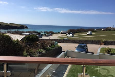 The Watergate Suite overlooking Treyarnon Bay - Padstow - Apartment