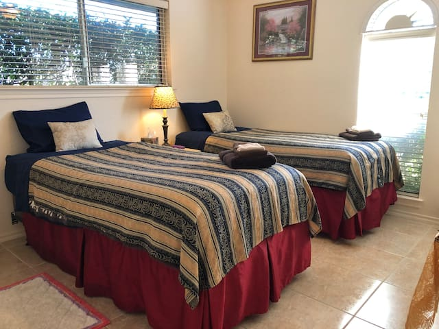 2 new Twin Beds in Nice Room (#3), or King. HotTub