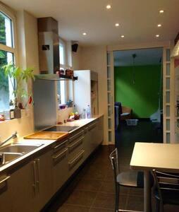 Chambre en location dans maison bourgeoise - Tourcoing - Haus