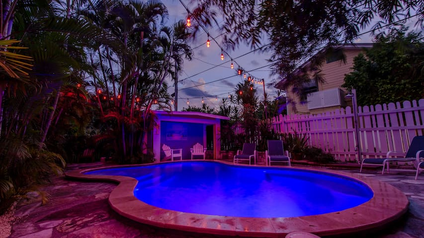 The Flip Flop Inn One Bedroom with Heated Pool