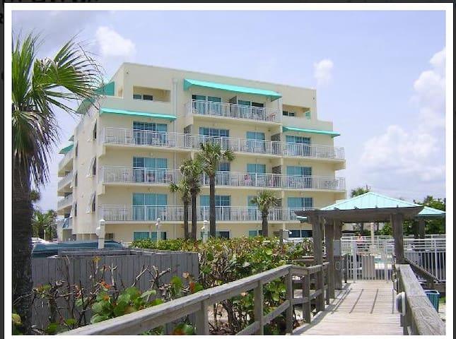 Coconut Palms - Fishtail Building