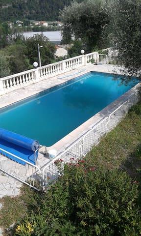 maison à 20 min de nice piscine - Gilette - 一軒家