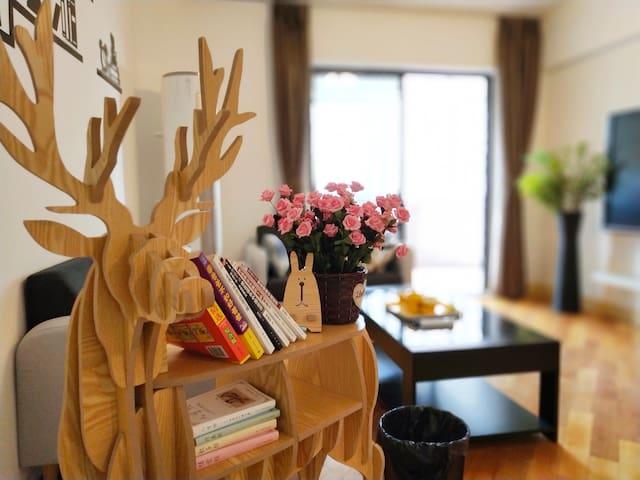 『怡然雅居』市中心高层/开阔视野/超大阳台/两居公寓/四个人的悠闲时光