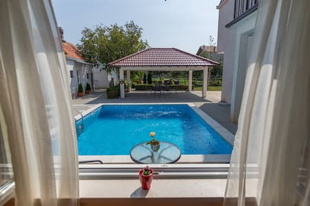 Holiday Home Mirela- Five Bedroom House with Pool