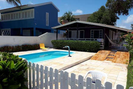 Linda casa com piscina à beira mar de Tamandaré
