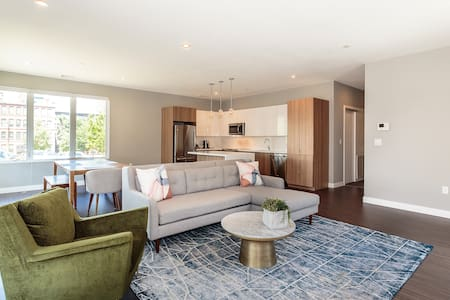 New Super Modern 2 bed in Waltham