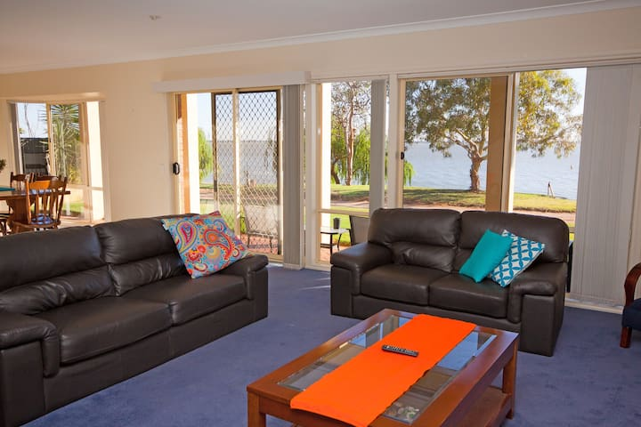Lake Boga Waterfront Holiday Home