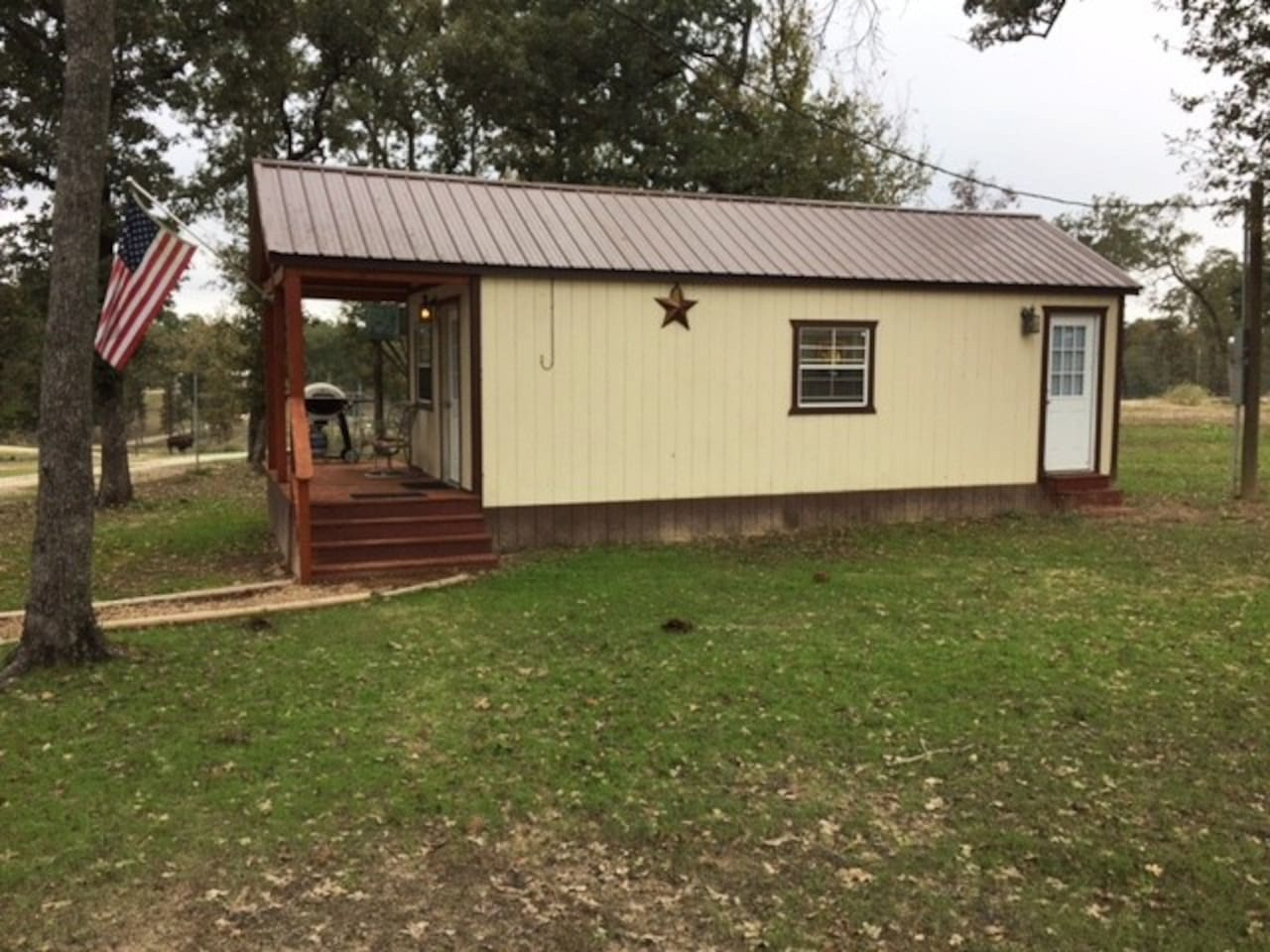 Cozy Cabin with 1 Bedroom/1 Bath, Kitchen and Living Area