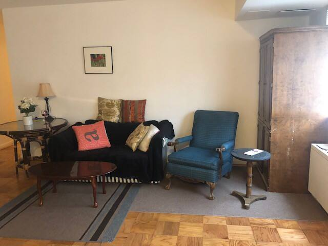 One Room- available for woman in 2BR-next to metro