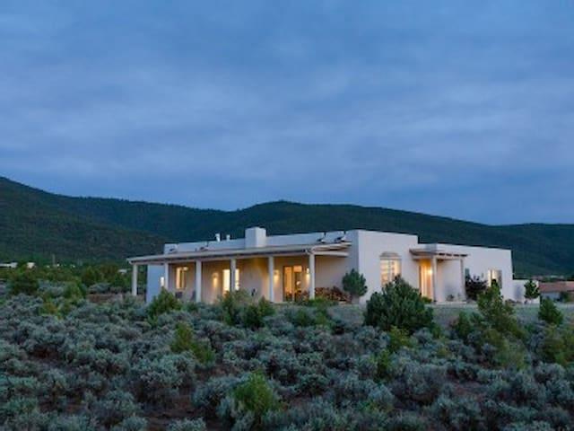 Adobe Zen House - Taos - Casa
