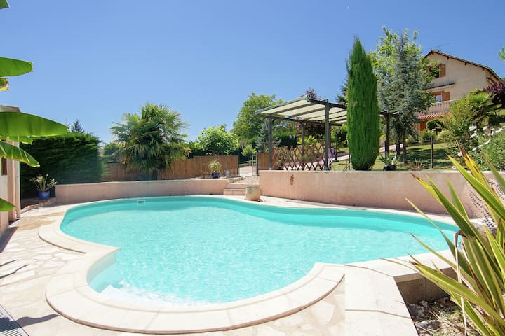 Comfortable holiday home with private swimming pool, plenty of space and privacy