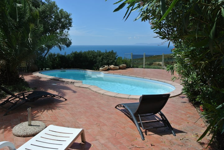Villetta panoramica con piscina