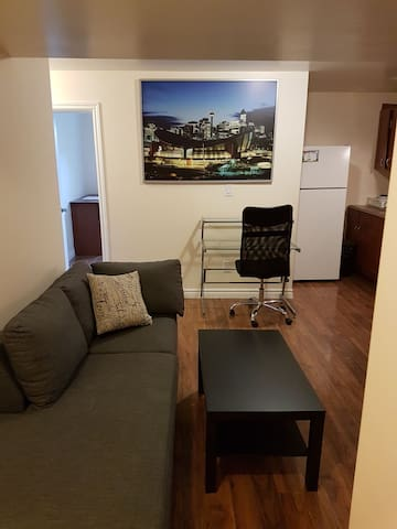 Newly Renovated, Clean, Spacious and Private Suite - Calgary - Huis
