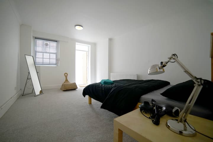 A king sized room for 2 by Spitalfields Market.