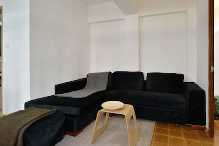 Double Bedroom with PRIVATE rooftop / Sheung Wan - Hong Kong - Lejlighed