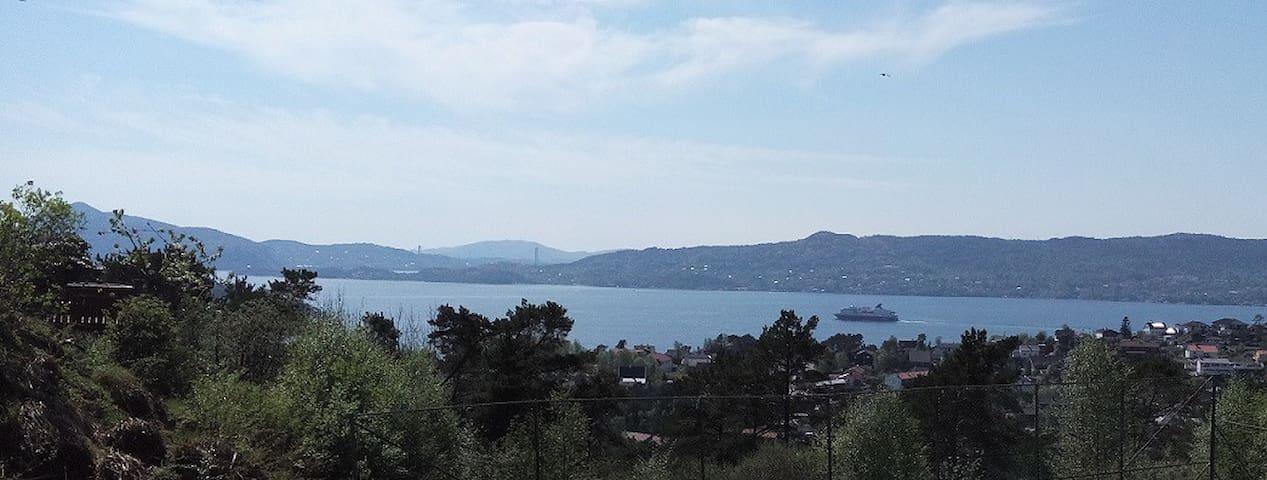 80 kvm solrik leilighet med fjordutsikt - Bergen - Apartment