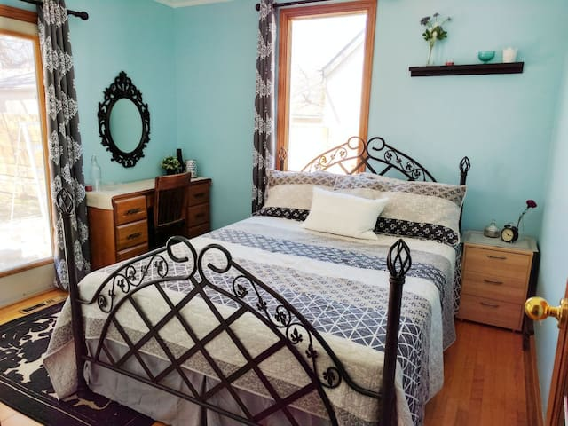 Inviting room in North Kildonan - Winnipeg - Dům
