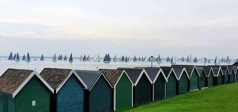 'Sea Thistle' - a restful seaside village lookout.