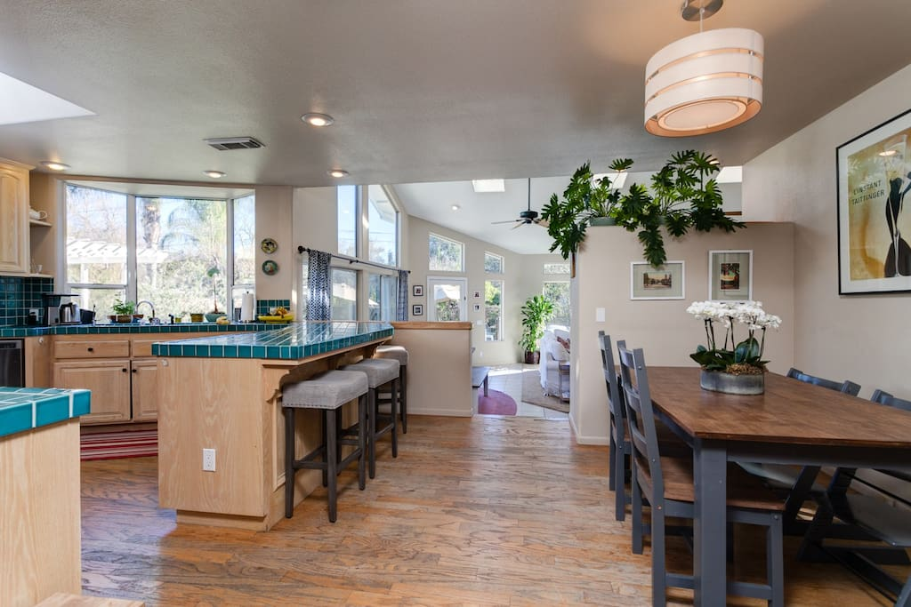 Breakfast nook & bar seating in kitchen.