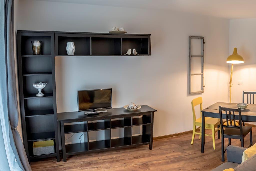 Scorcio del living- Blick auf das Wohnzimmer - Glimpse of the living room