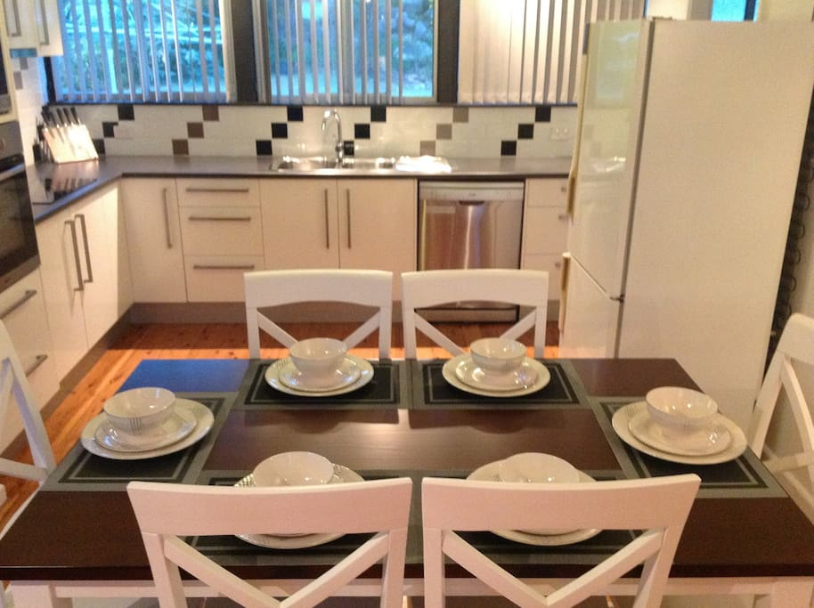 Dishwasher and Dining ware for 6