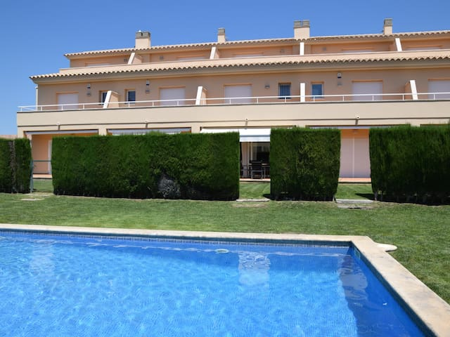 AGARÓ,CLOSE TO SANT POL BEACH. SHARED POOL AND PAKING