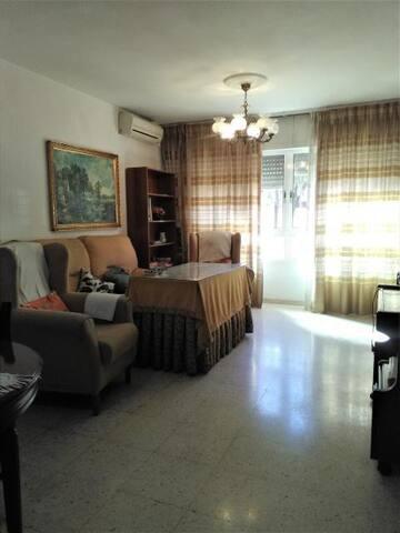 Apartamento bien ubicado