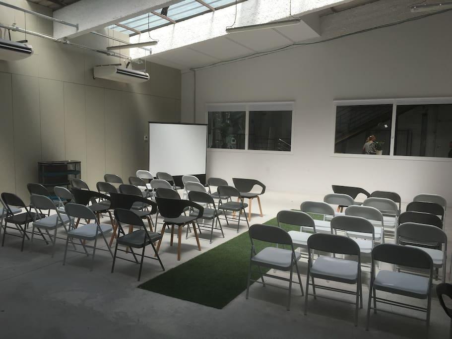 Une des salles de réunion