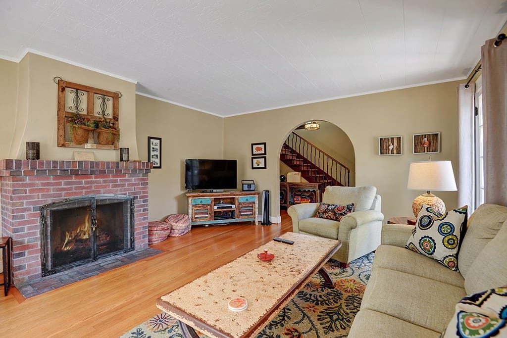 2-LIVING ROOM TO FIREPLACE RS