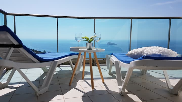 Sunny Apartment on the 34th floor with sea views
