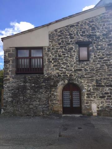 Grange en pierre -15 min Aubenas ou Vals-les-bains