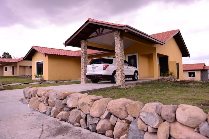 Villas Deluxe HLM - Alto Boquete - Huis