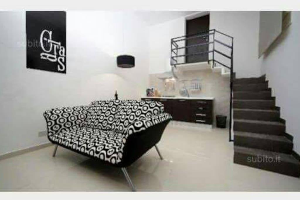 Cucina\soggiorno con divano, tv, climatizzatore\riscaldamento.