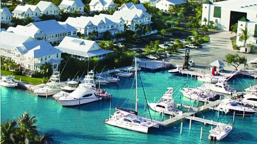 Tropical Paradise Marathon Key, FL with Boat Slip