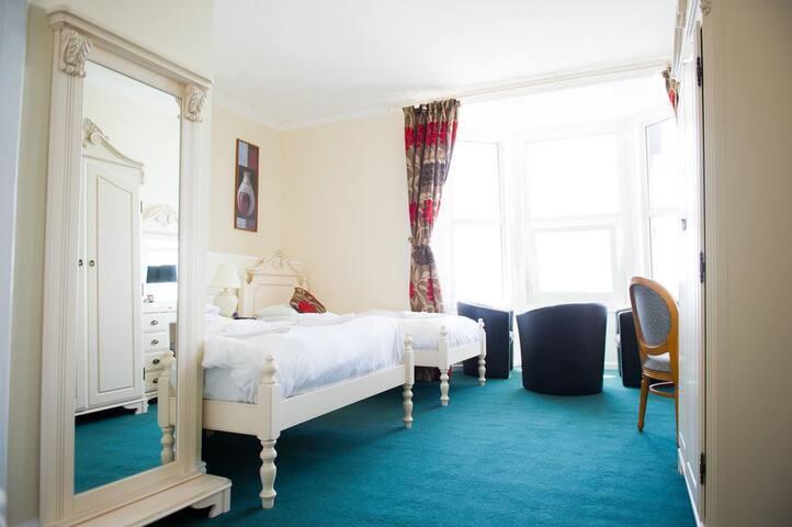 Triple - Queensbridge Hotel