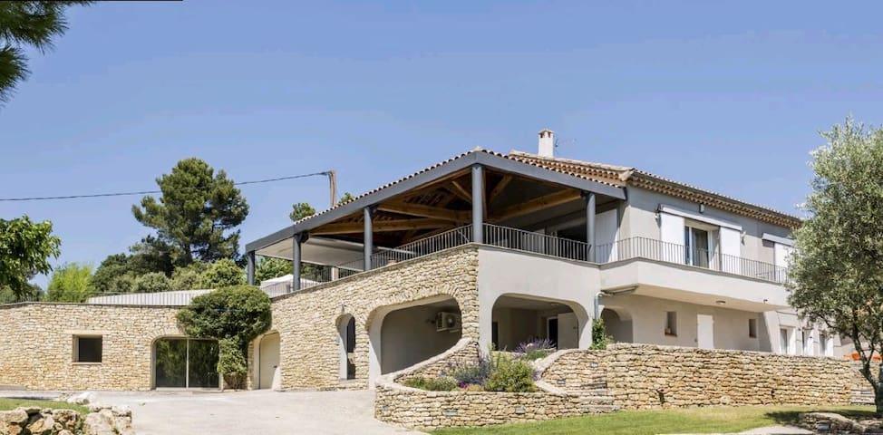 Splendide villa avec piscine au calme