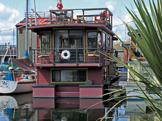 Serenity Houseboat on Lake Union - Seattle